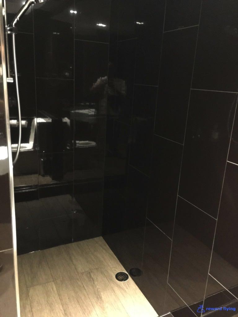 Lounge Shower 3 - VA.jpg
