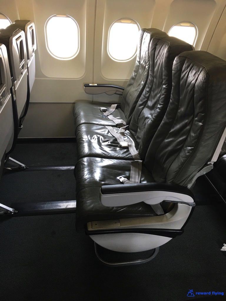 B6906 Seat LegRoom 2.jpg