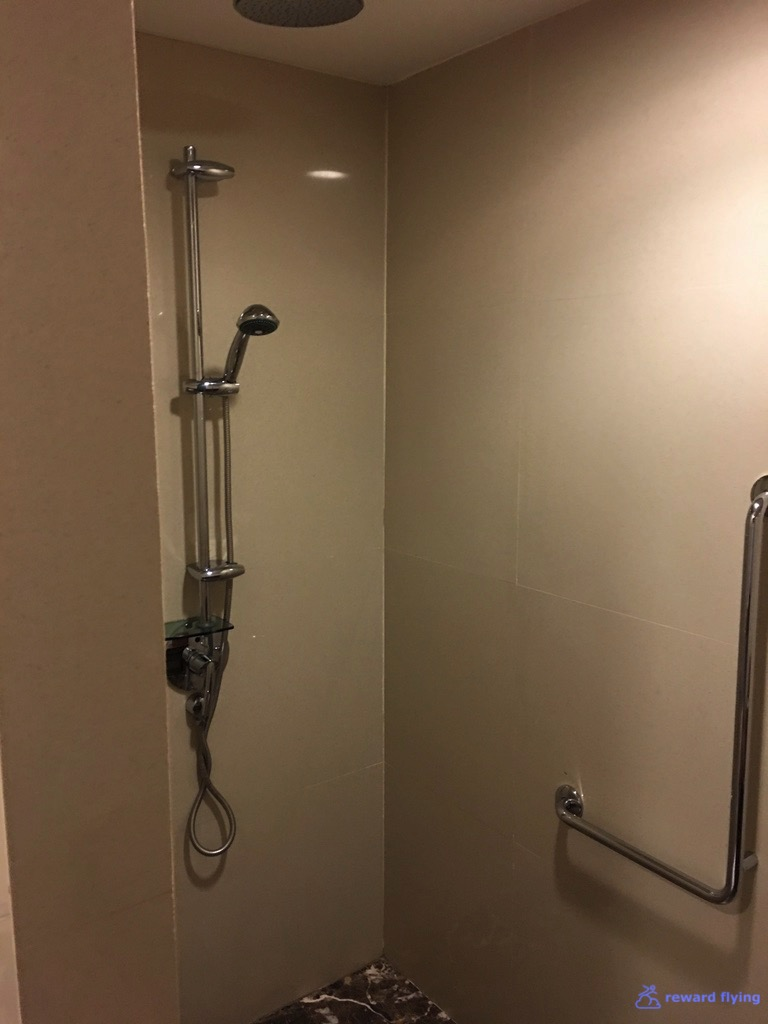 BKKRFL Room Priv Shower 2.jpg