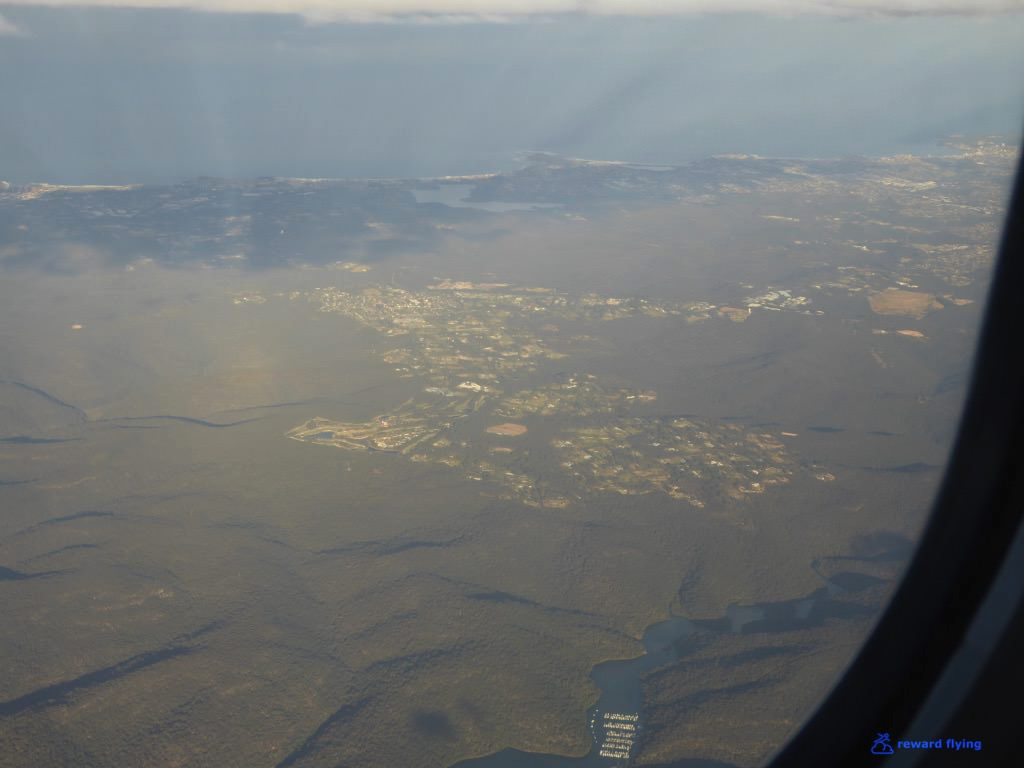 QF537 Scenic Approach 1.jpg