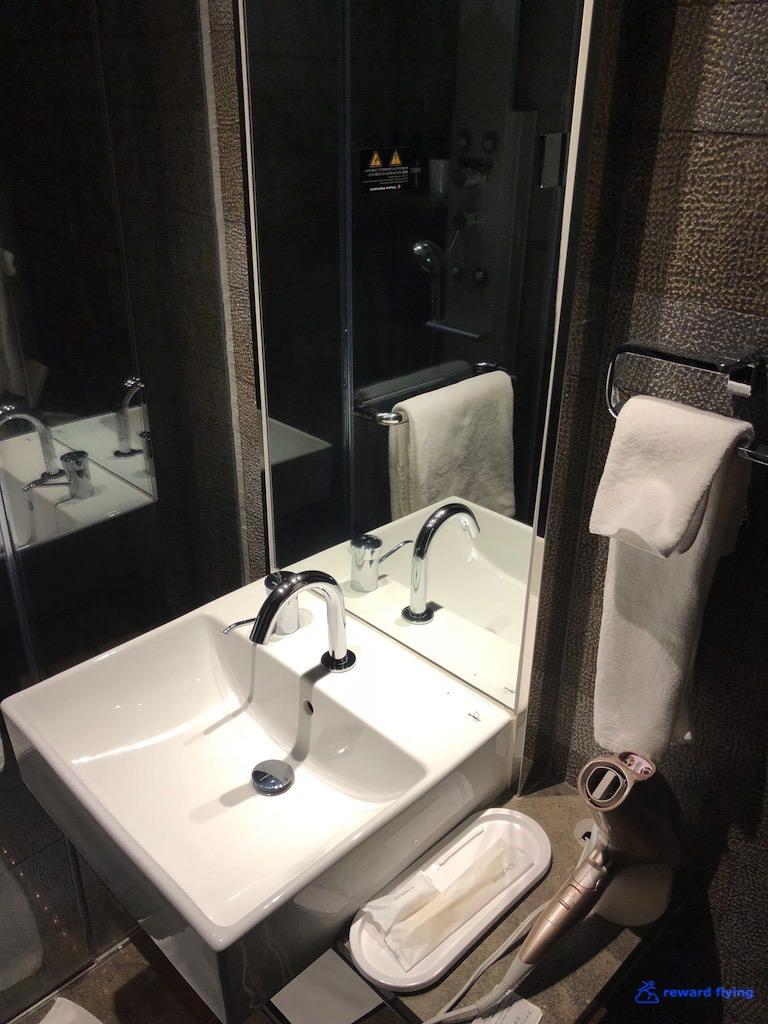 JLNRTFCL Shower 2.jpg