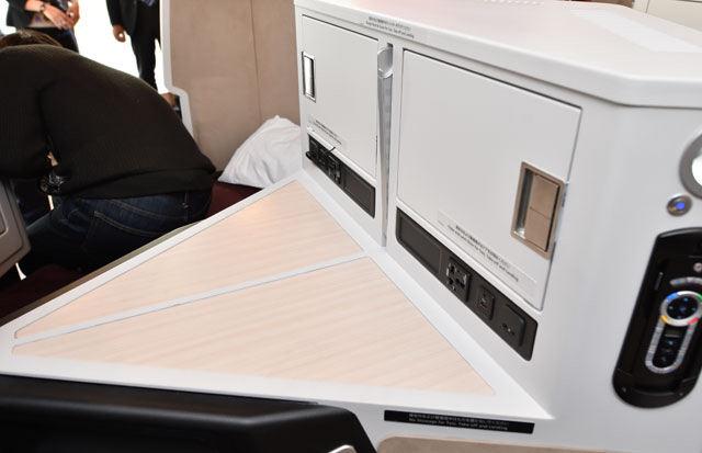JL711 Seat Privacy divider 2.jpg