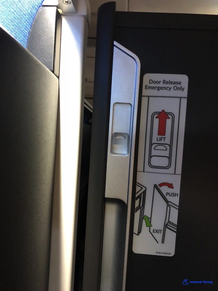 DL158 Seat Priv Door 2.jpg