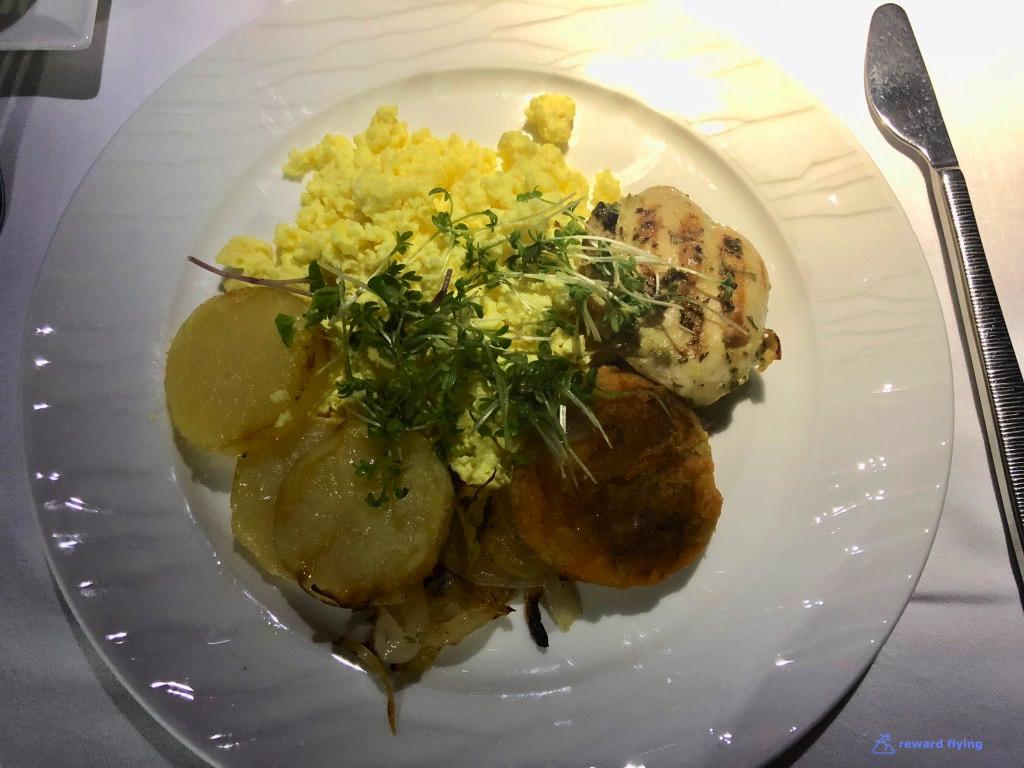 QR908 Food Brk 4.jpg