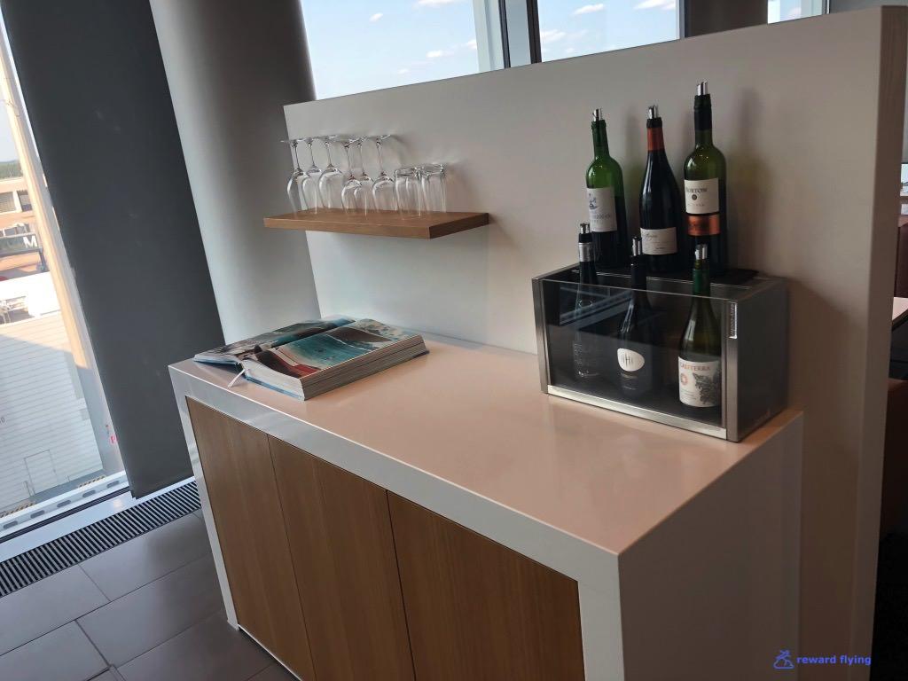 LH MUC FCL Wine bar 1.jpg