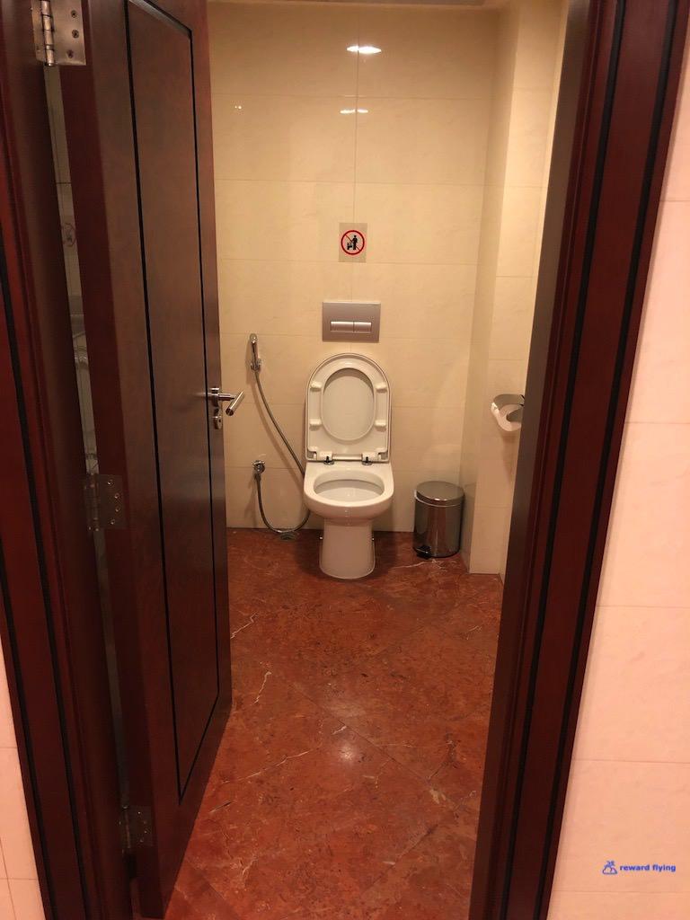 EK383 Lounge 13.jpg