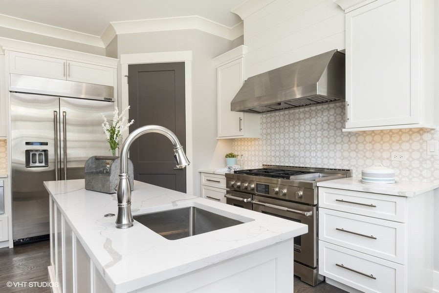 06_706WellnerRoad_177002_Kitchen_LowRes.jpg