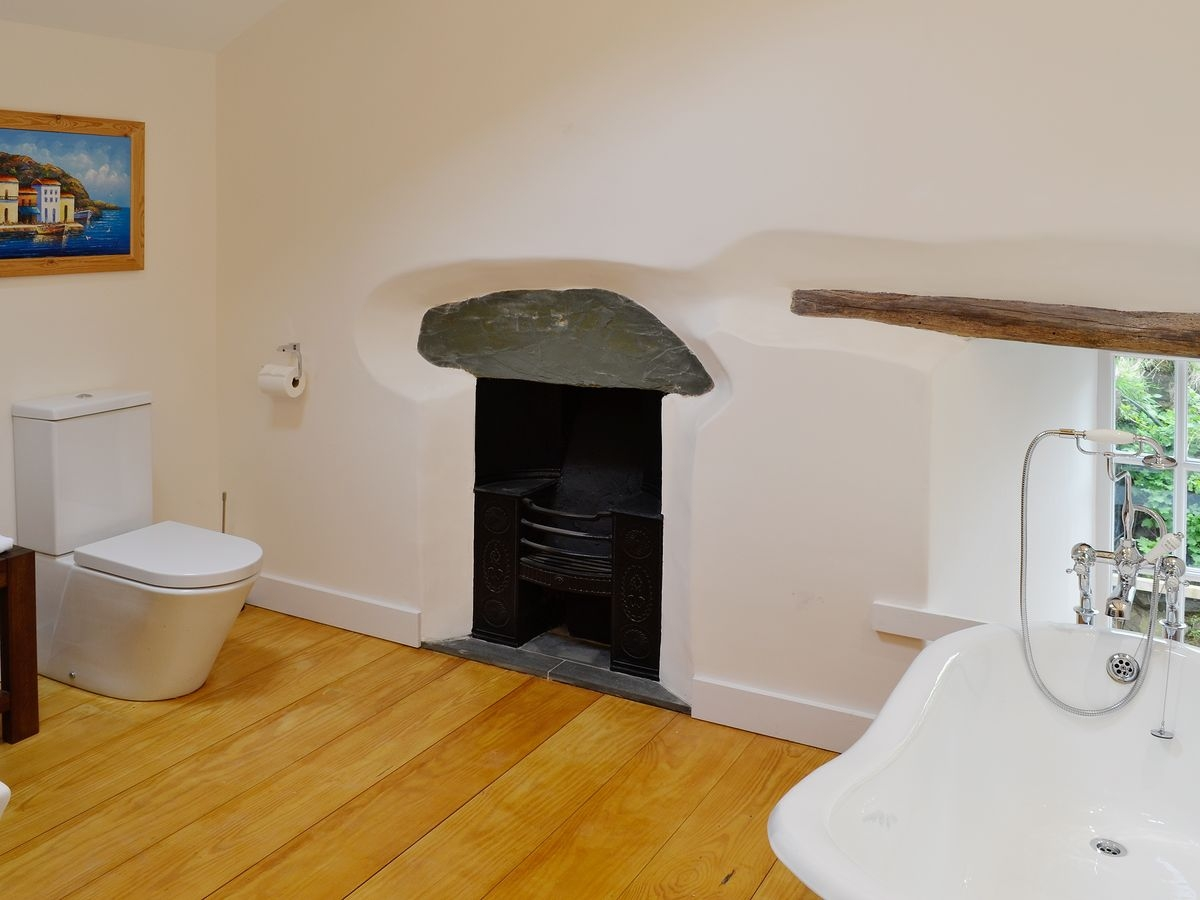FP retreat HL Bathroom .jpg
