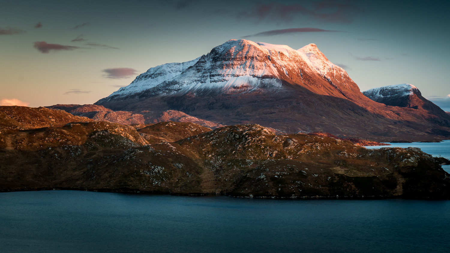 Cùl Mòr with the last sun for the day warming its southern flanks.