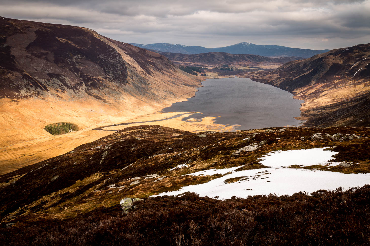 Snow patches on the Shank of Inchgrundle looking toward Loch Lee.