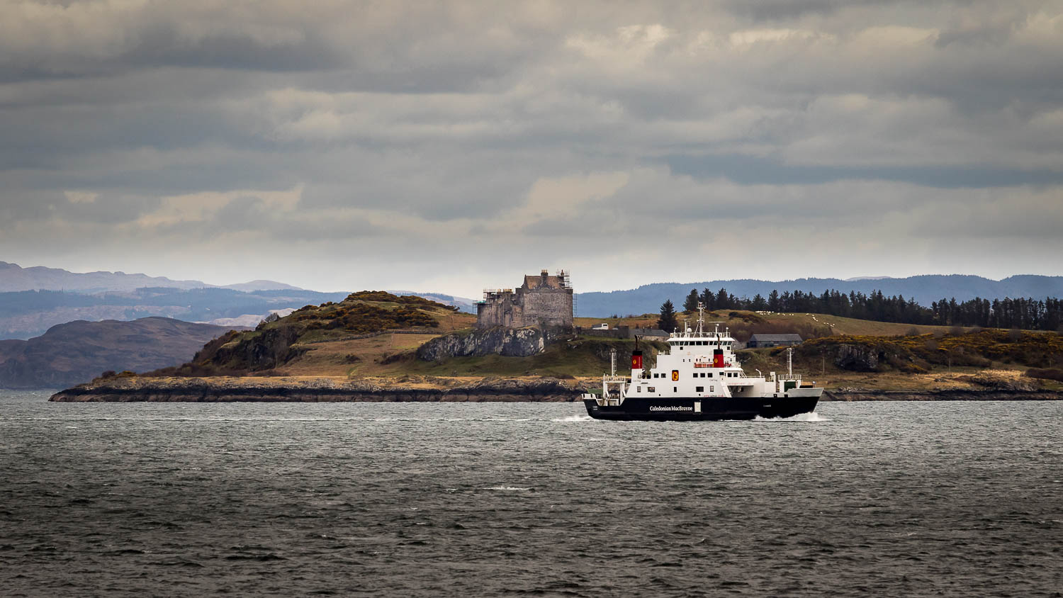 The Coruisk passing Duart Castle on Mull.