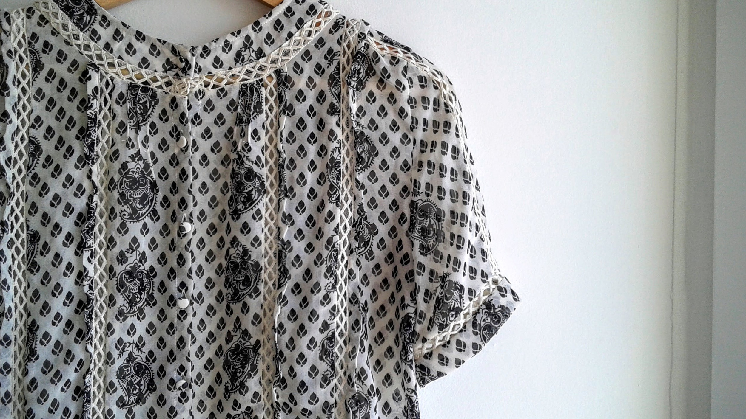 Can you see the wee buttons? They make the blouse!