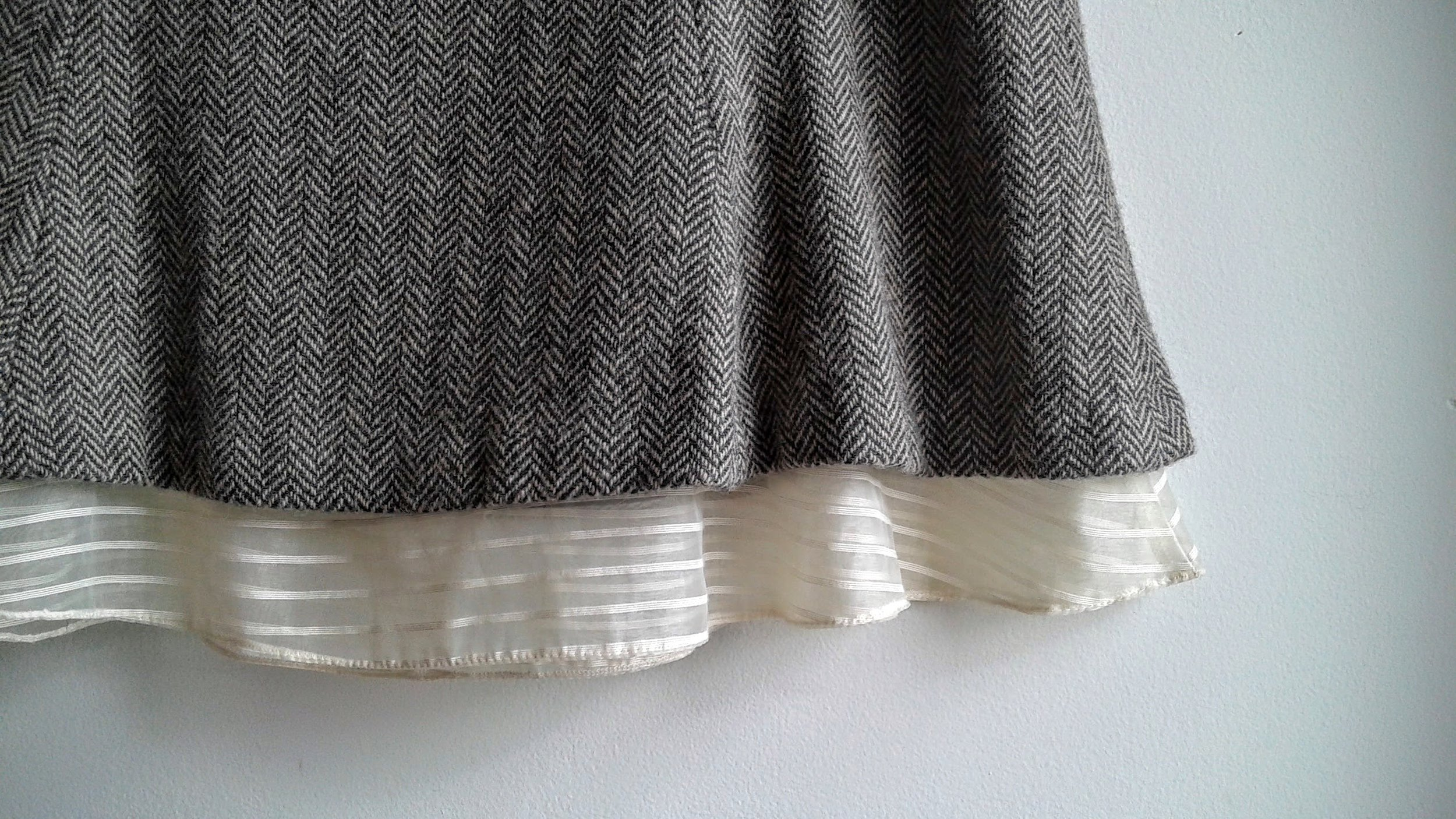 Gap skirt detail