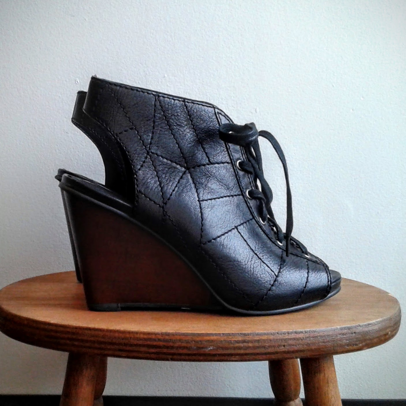 Fossil shoes; S6.5, $48
