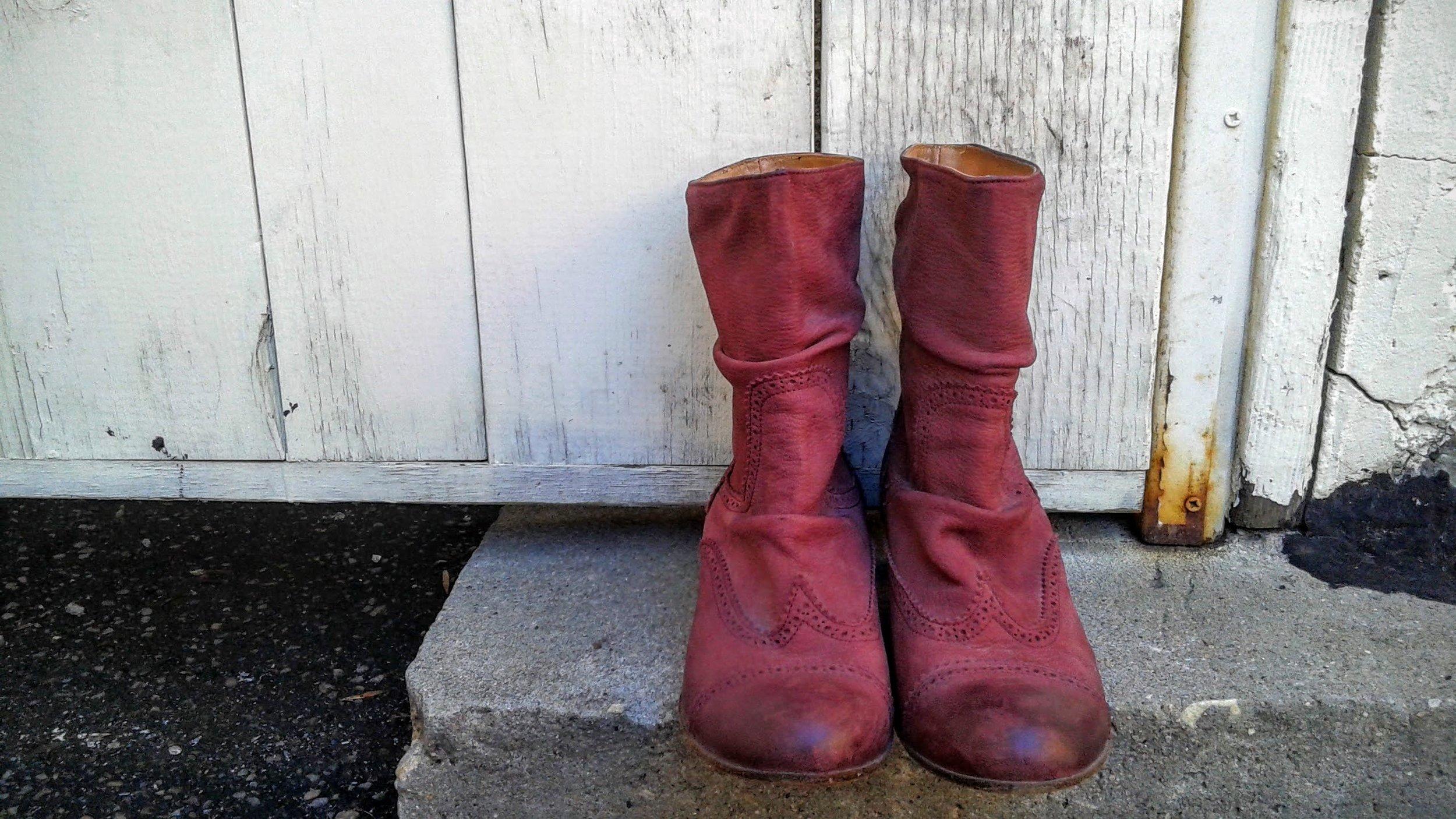 Italian boots, S9.5, $68