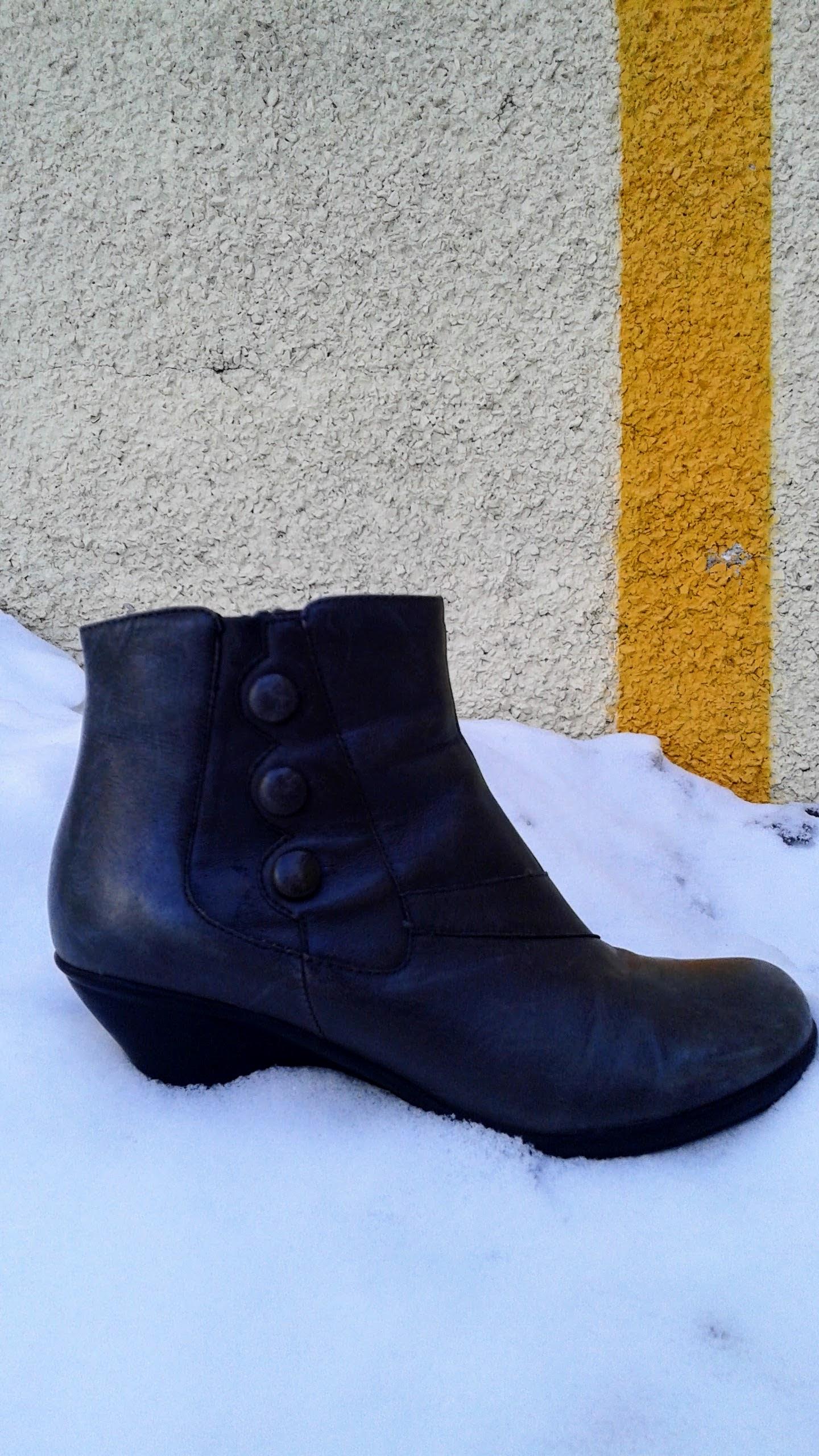 Miz Mooz boots; S8.5, $65