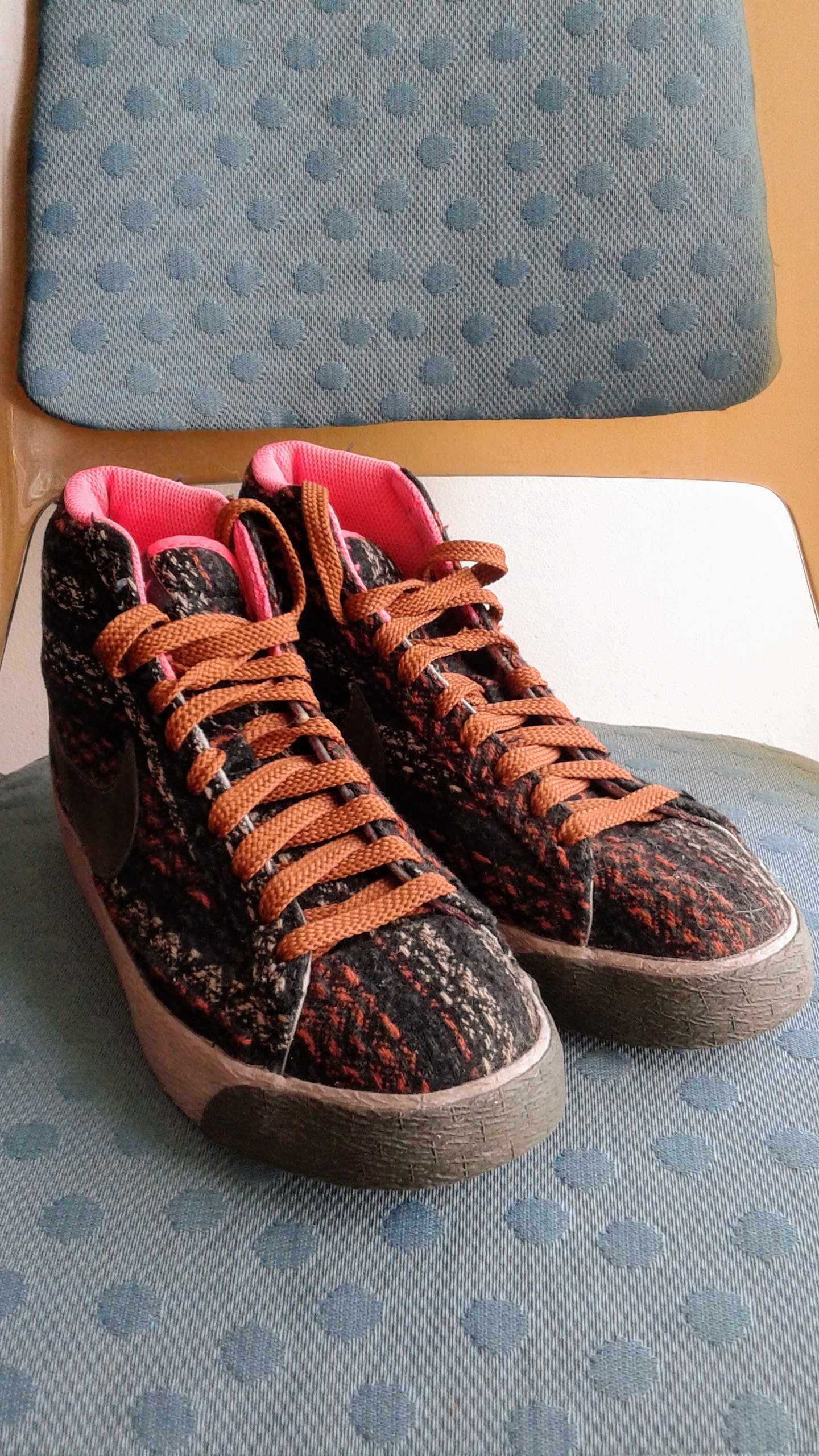 Nike shoes; S6.5, $36