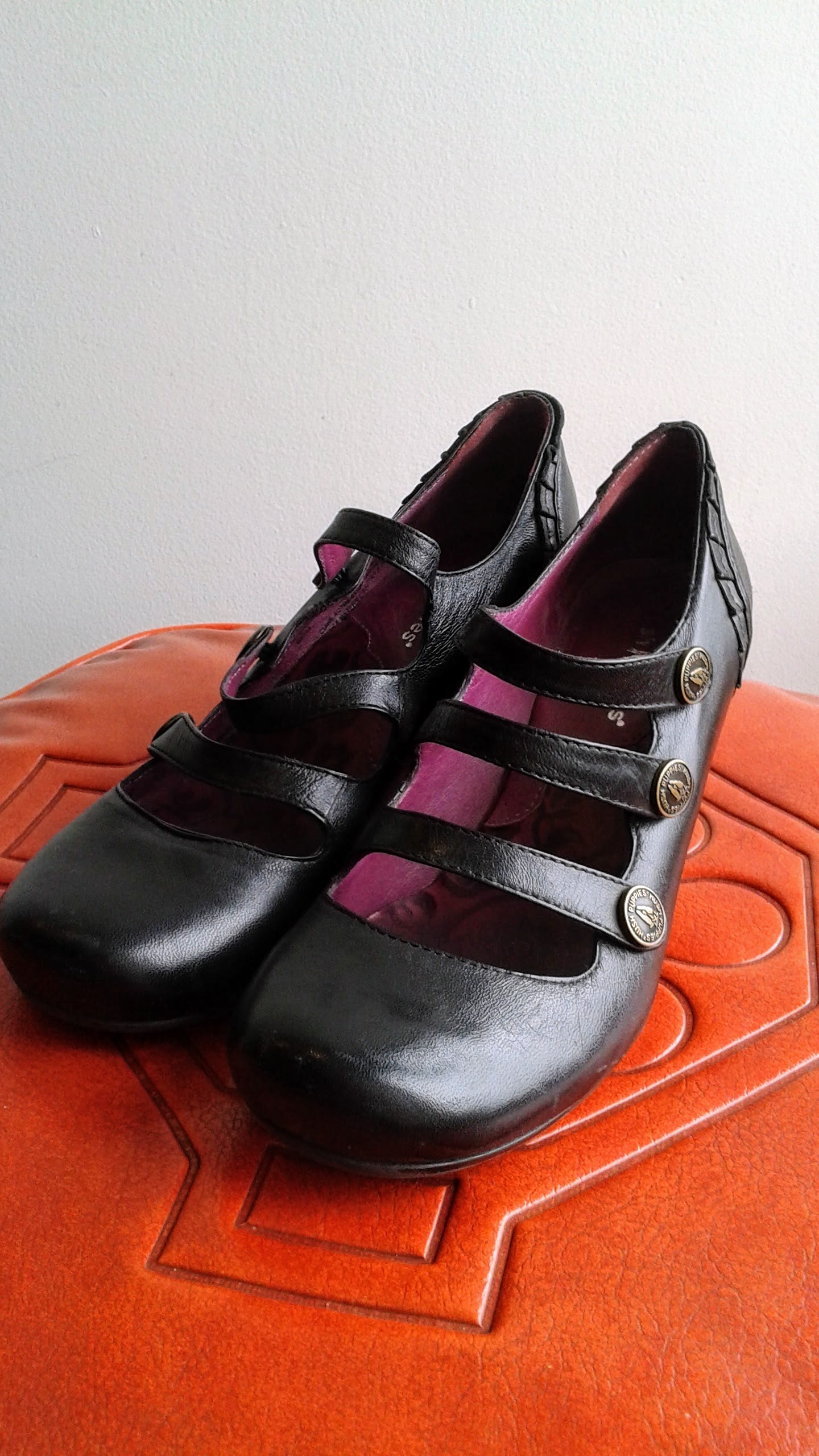 Hush Puppies shoes; S6, $30