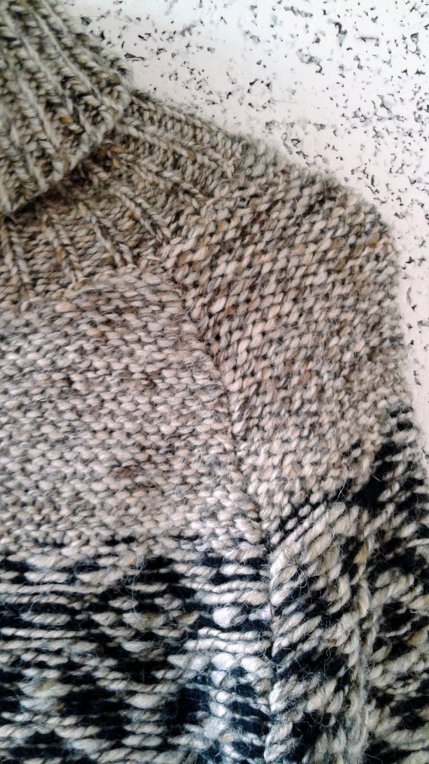 Floats and pearl set (WS effect of stockinette stitch)across the yolk