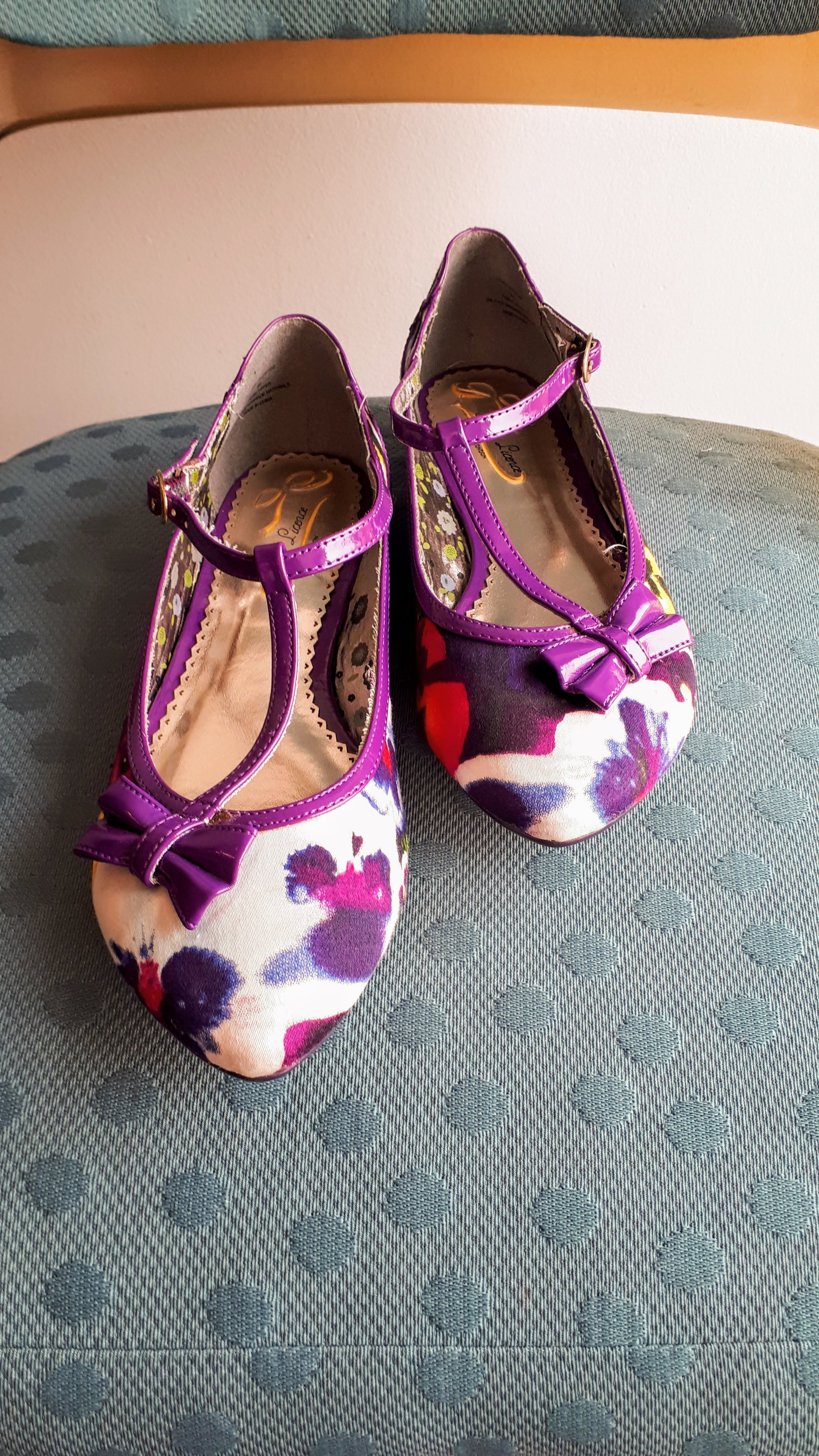 Poetic License shoes; S7, $28