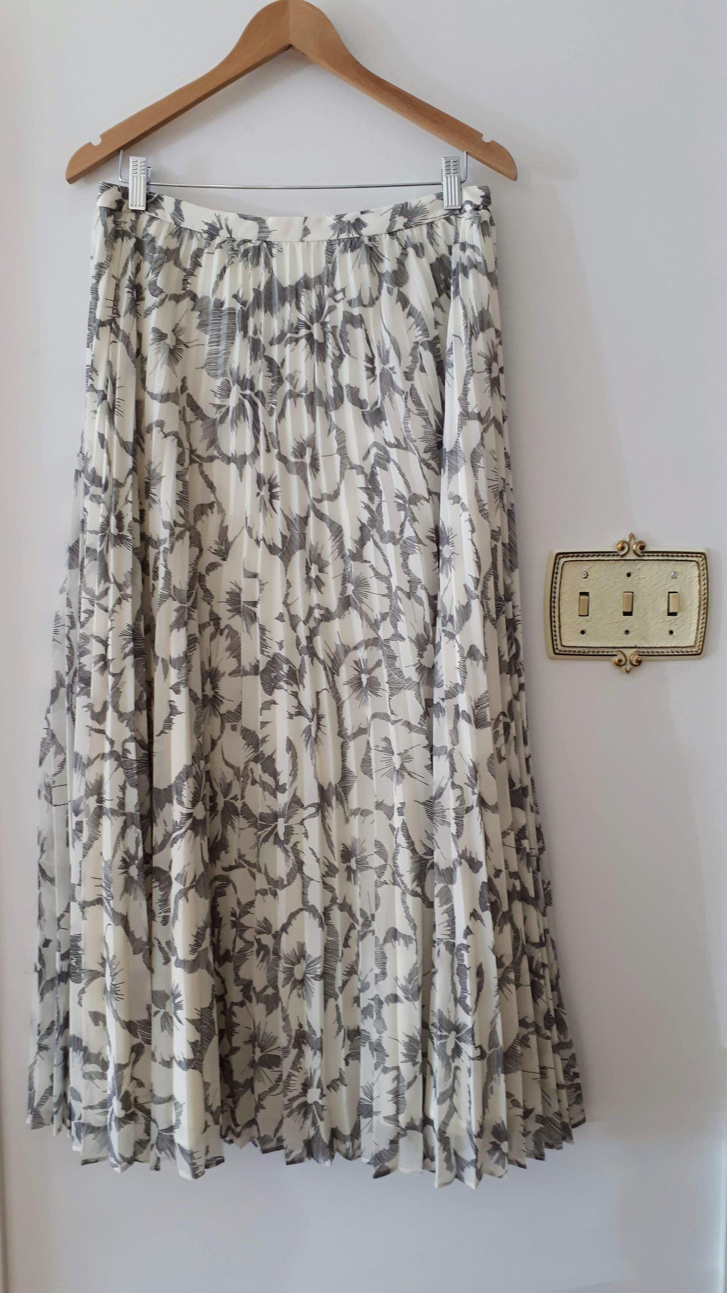 Banana Republic skirt; Size 8, $30