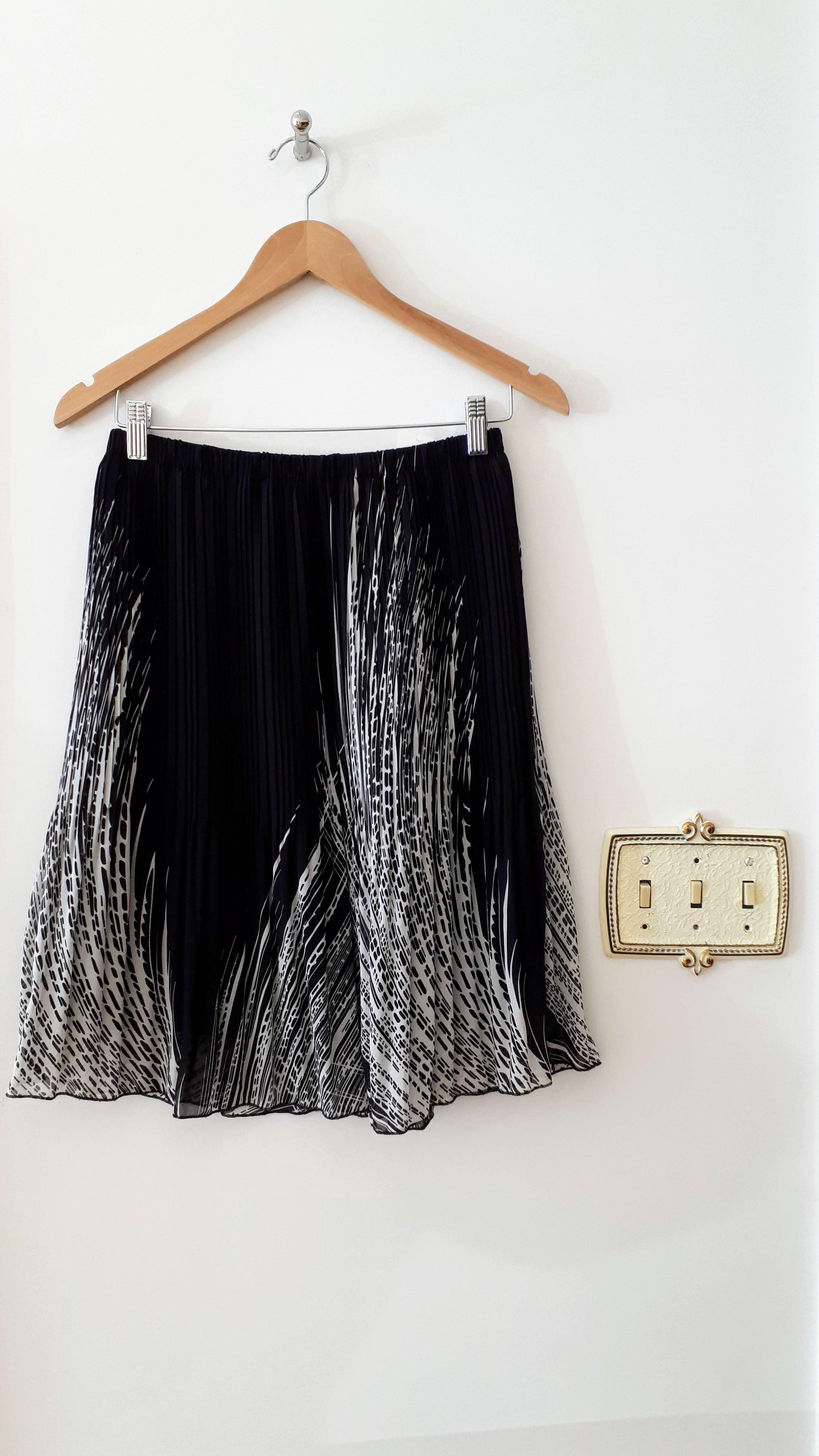 Kenar skirt; Size M, $20