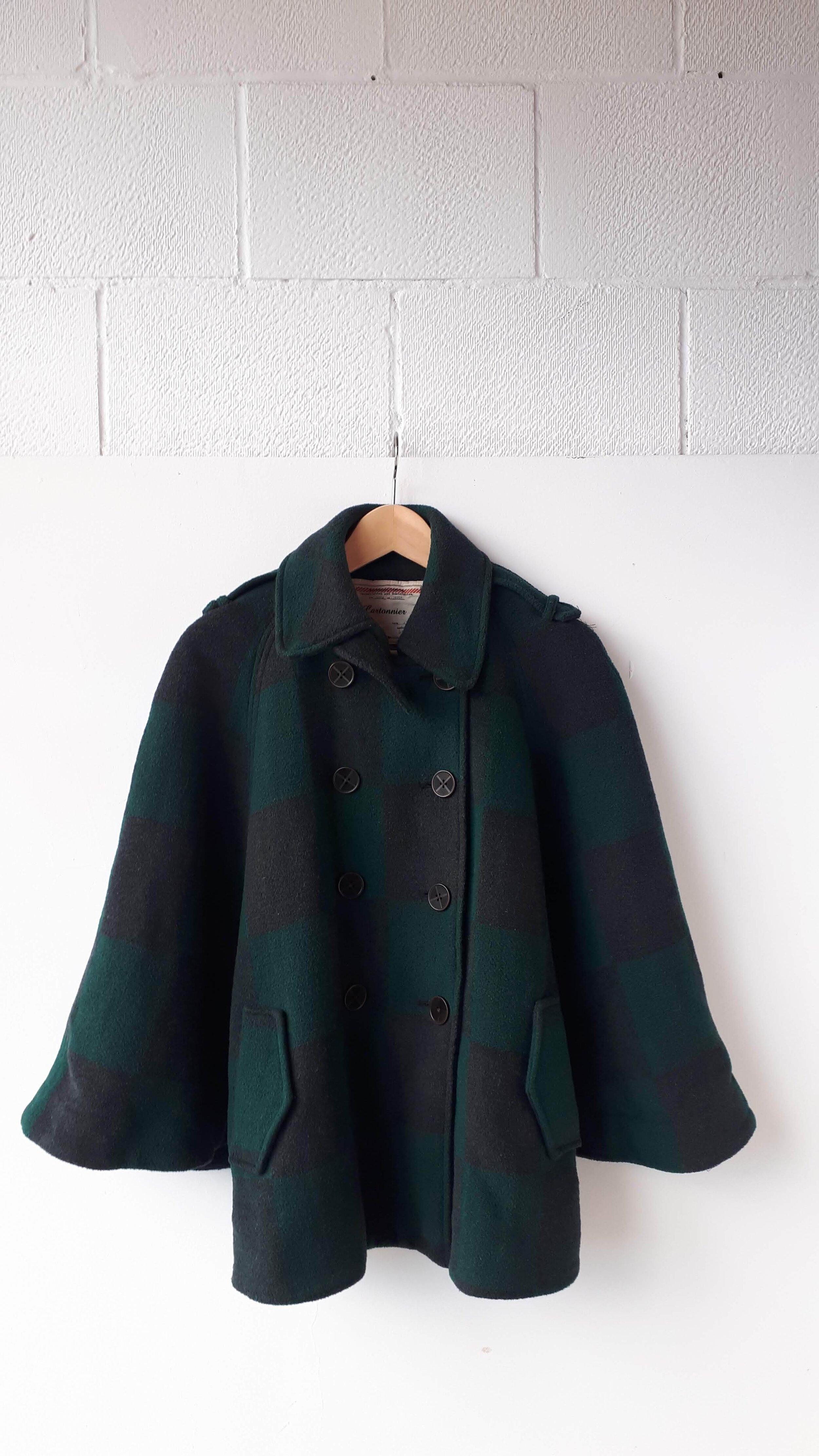 Cartonnier cape; Size L, $46