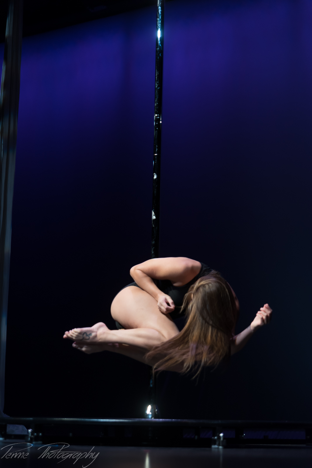 Cirque Houston Pole Art Performance