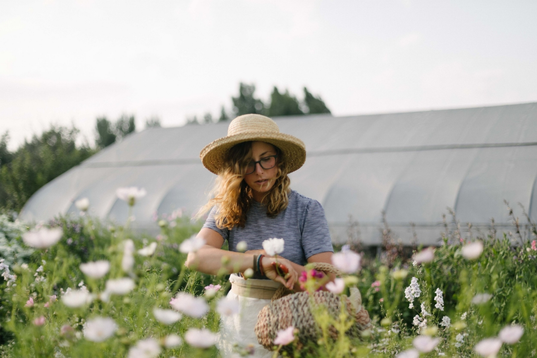 Jimena-Peck-Denver-Lifestyle-Editorial-Photographer-Native-Hill-Farm-Flowers-Olivia´s Field