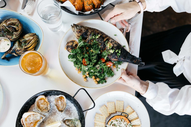 Jimena-Peck-Denver-Food-Photographer-Fish-N-Beer-Hands-Food