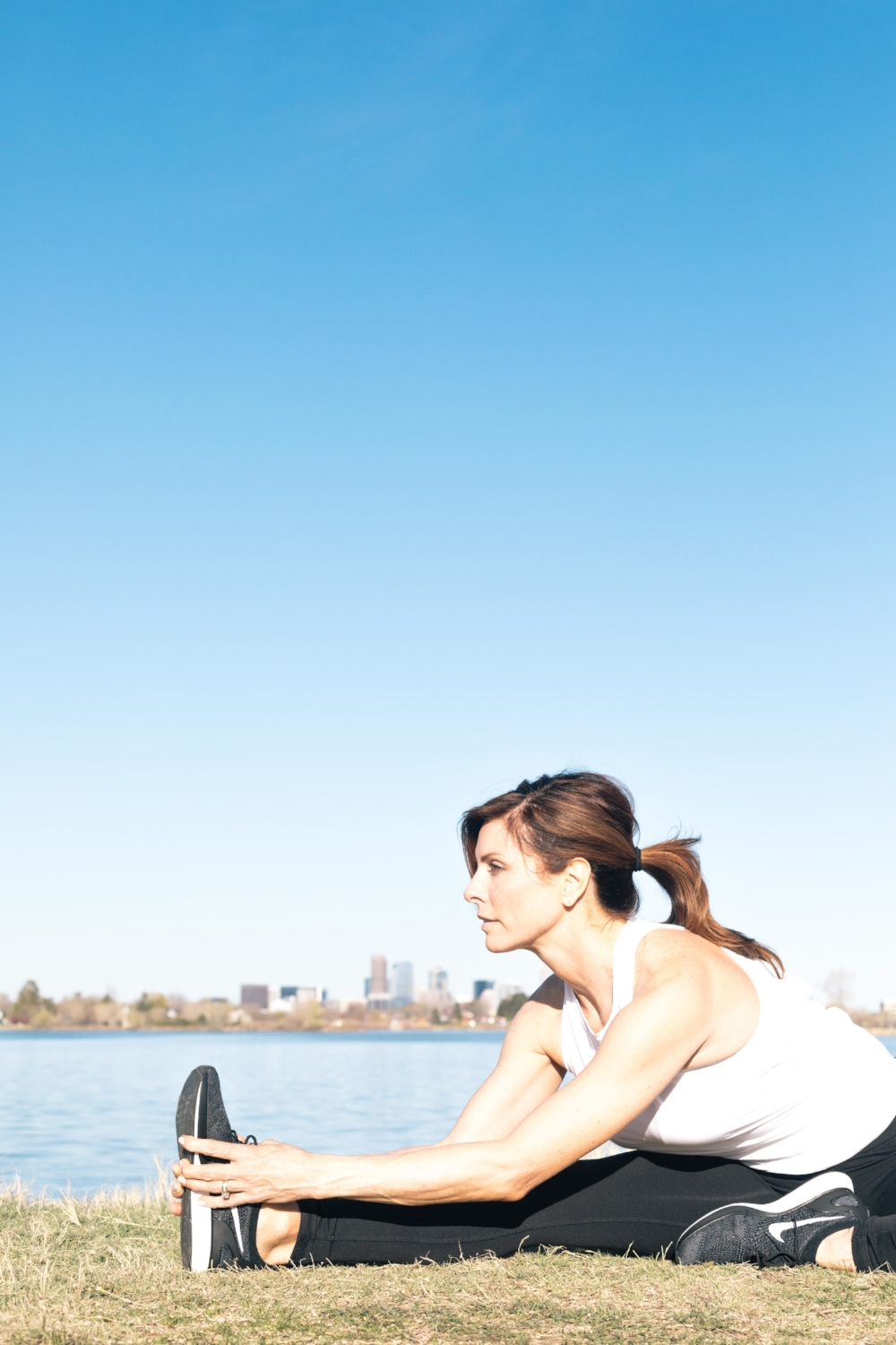 Jimena-Peck-Denver-Lifestyle-Editorial-Photographer-Lakehouse-Denver-Elongating