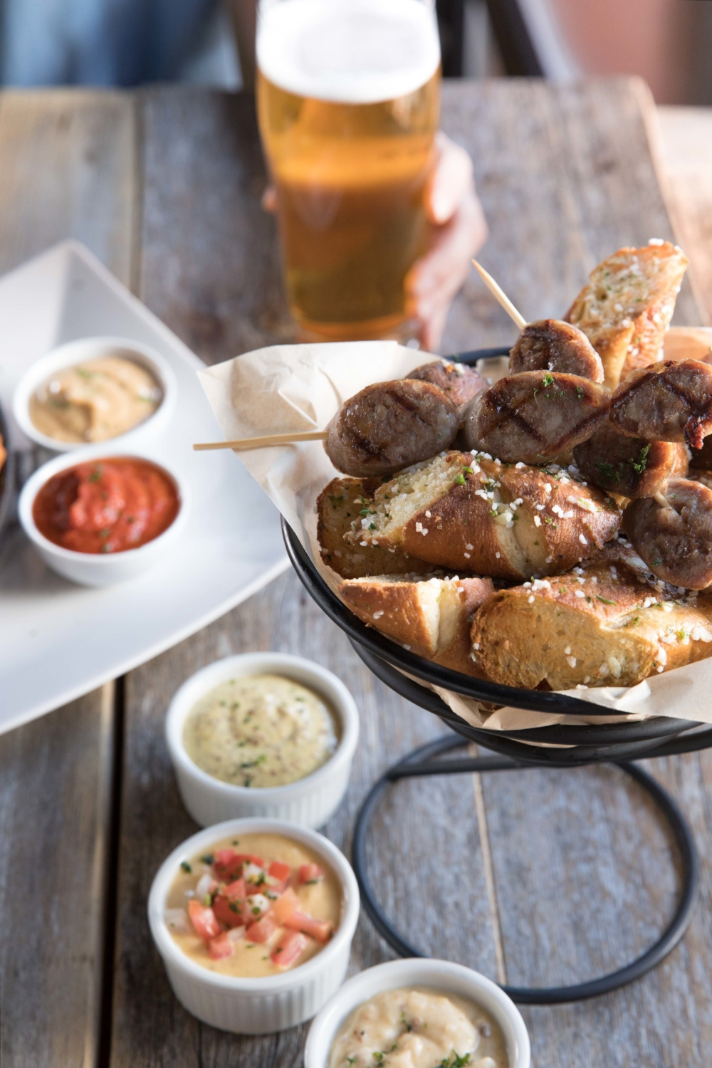 Jimena-Peck-Denver-Food-Photographer-Gordon-Biersch-Brewery-Sausage-Bread-Garlic