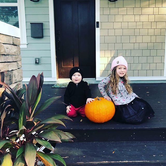 Stole this from @realestatemommy the first sign of a cold snap. Britt gets the kids dressed up in hoodies and beanies. They were taken off within the hr after the sun fully came out. Lol makes cute photos.