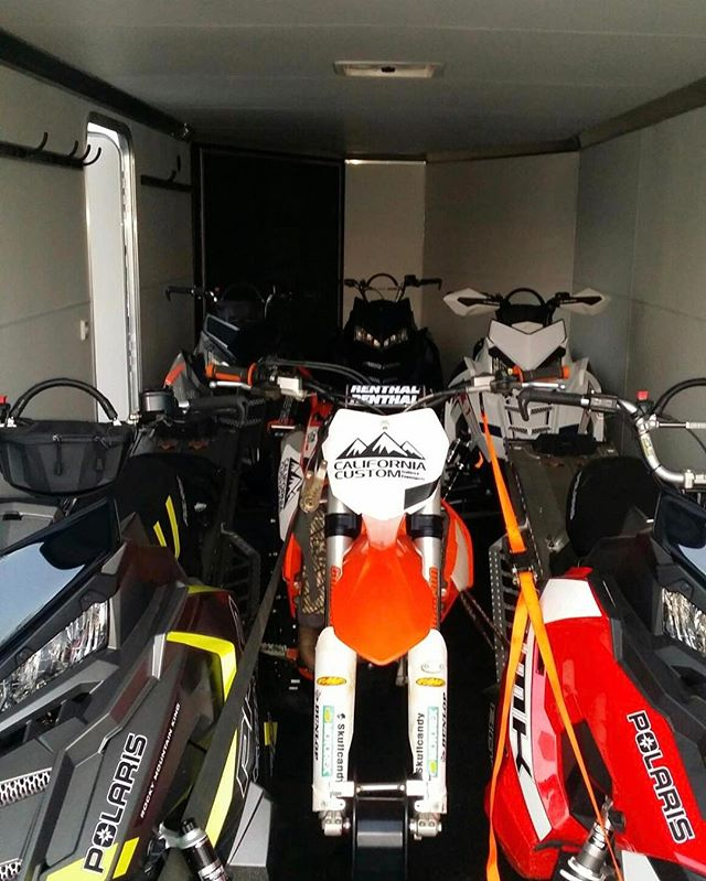 @californiacustom01 goes big! 5 (FIVE) long tracks AND a Timbersled in their demo 28' @charmactrailers Tri Sport.