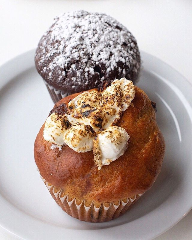 Mo muffins please! Choose from any of these baked fresh every morning:⠀ ⠀ S'more ⠀ Vegan chocolate surprise⠀ Banana bread⠀ Blueberry ⠀ ⠀ #camelliacoffeeroasters #sacramento #muffins #smore #vegan #chocolate #blueberry #bananabread #midtownsac #walpublicmarket #rstreet #sacramentocoffee
