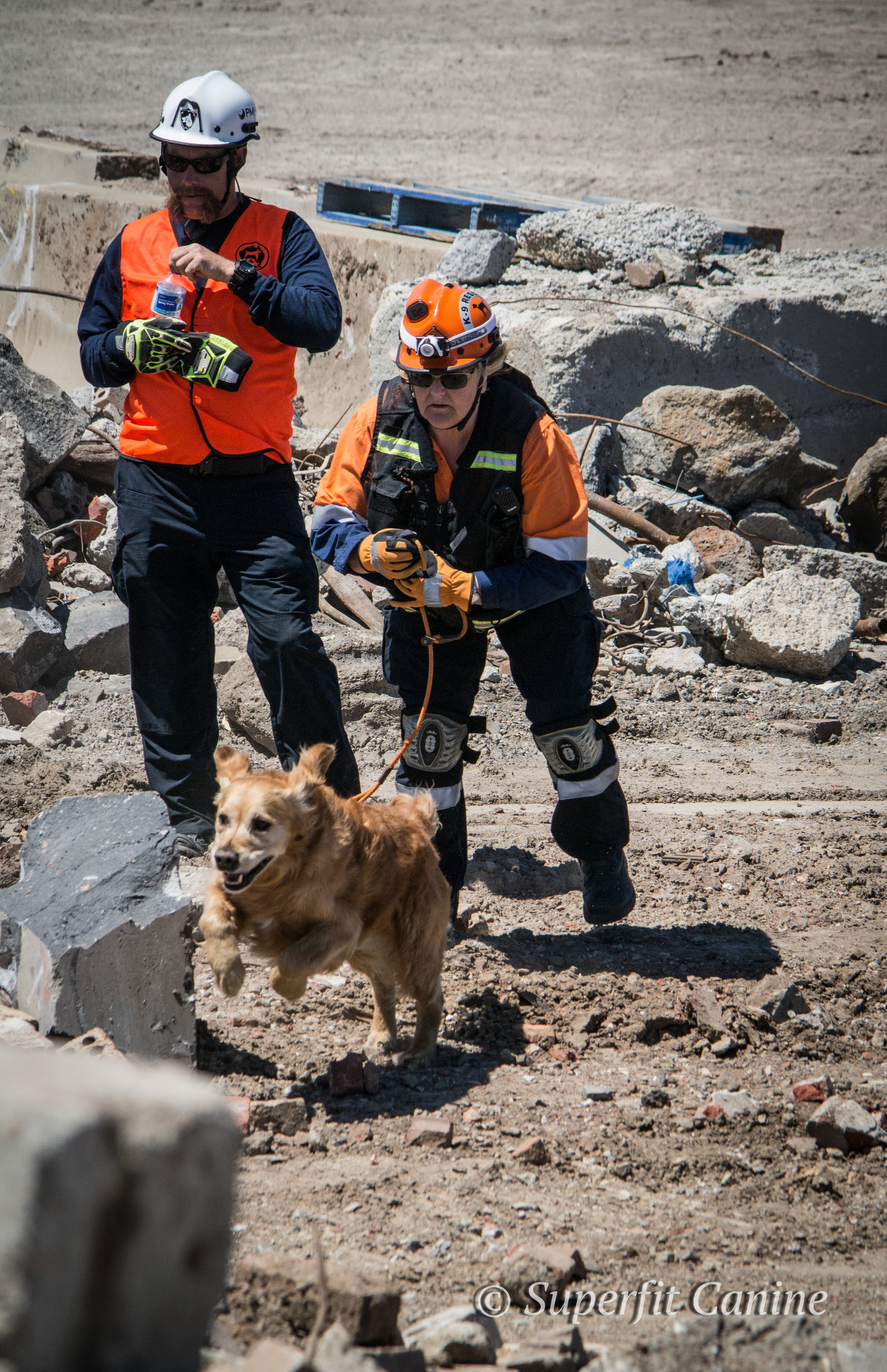 Instructor Eric Darling and handler Julie Cowan discuss search strategy as K9 Will (SARDA) begins a search