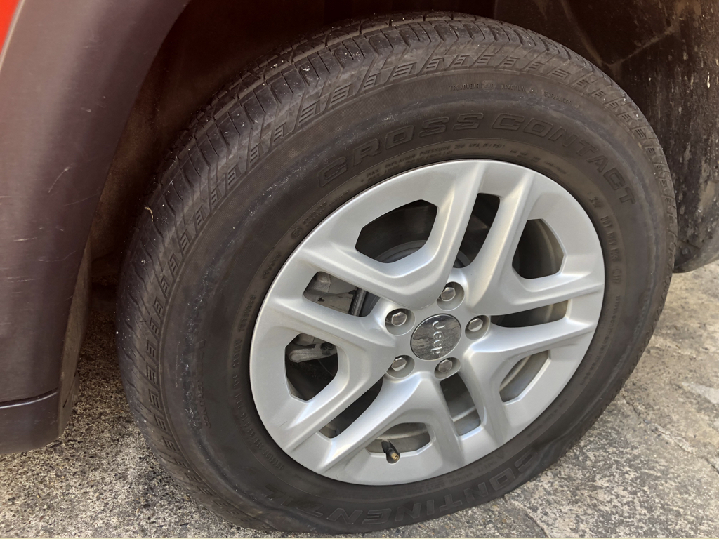 A trip wouldn't be an adventure without some mishap! A flat tire before either team had departed significantly from San Juan, still reasonably close to the airport rental location for an exchange.