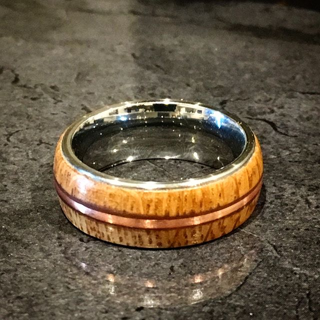 I think I'm starting to get the hang of making these now. Made from a whiskey barrel with copper inlay, and a stainless steel core.