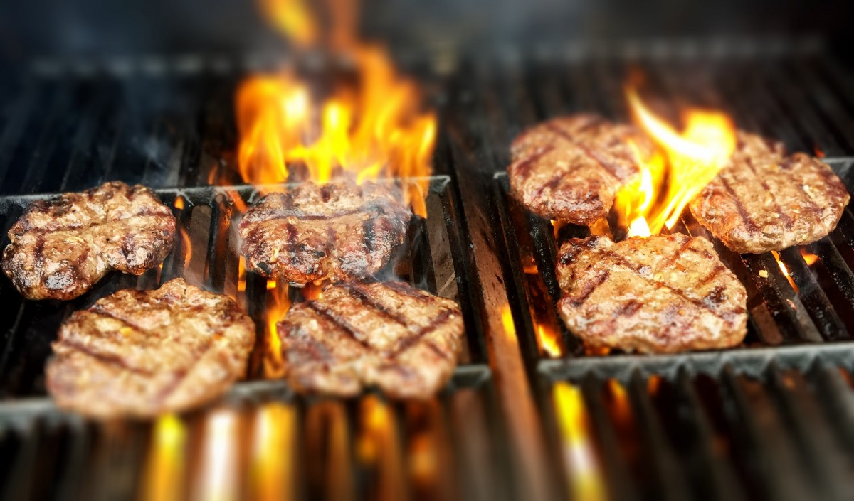 burgers_fire_grill_grilling-1366505.jpg