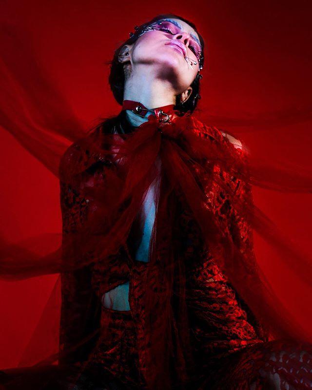 @wratcella 4 @kaltblut_magazine ✨ #designer @alabamablonde #mua @pinkslutskill #set @hallowedtalons 🔷🔹🔷🔹🔷🔹