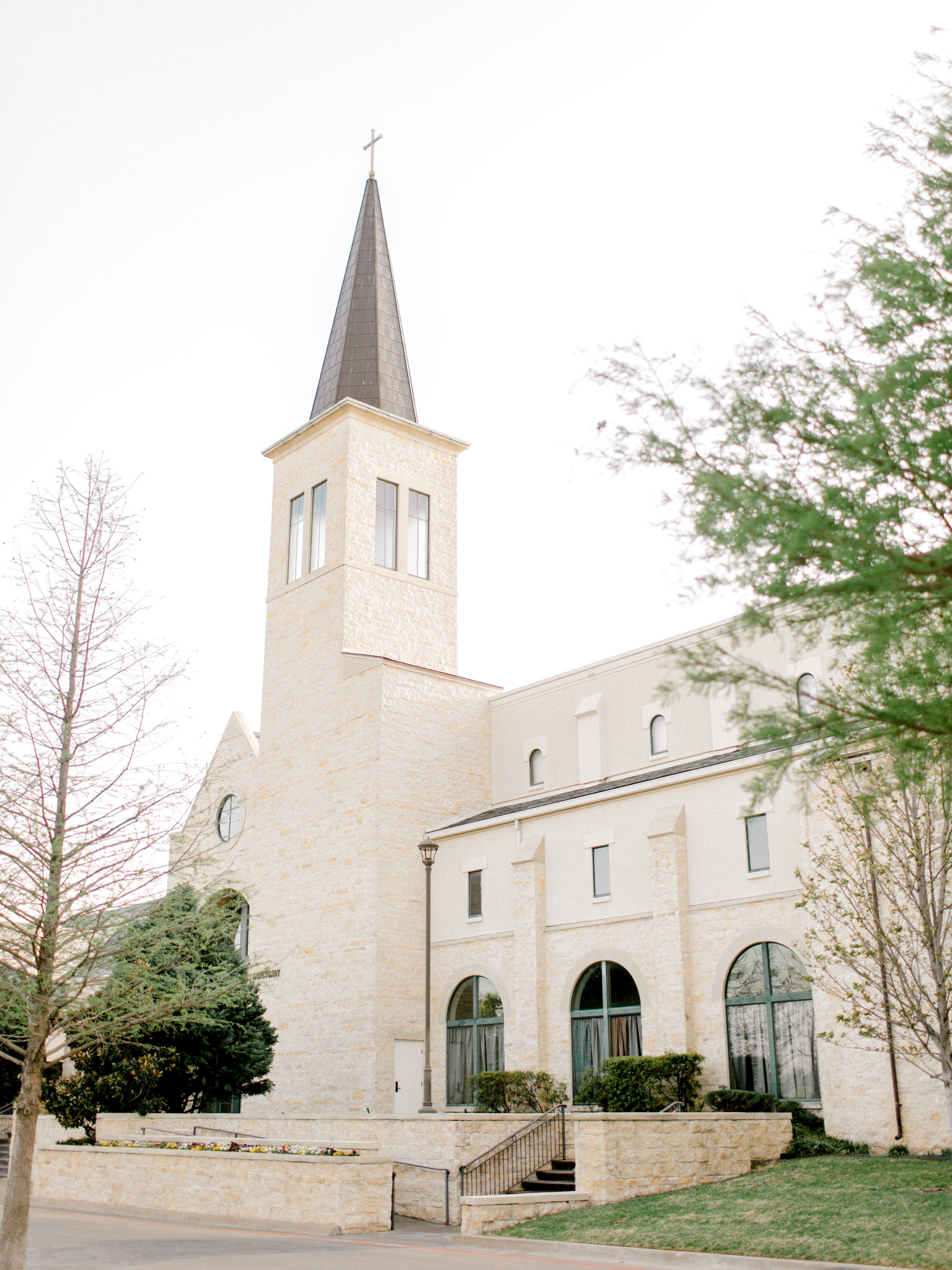 Christ Chapel Bible Church Wedding Photos - Light and Airy Photography