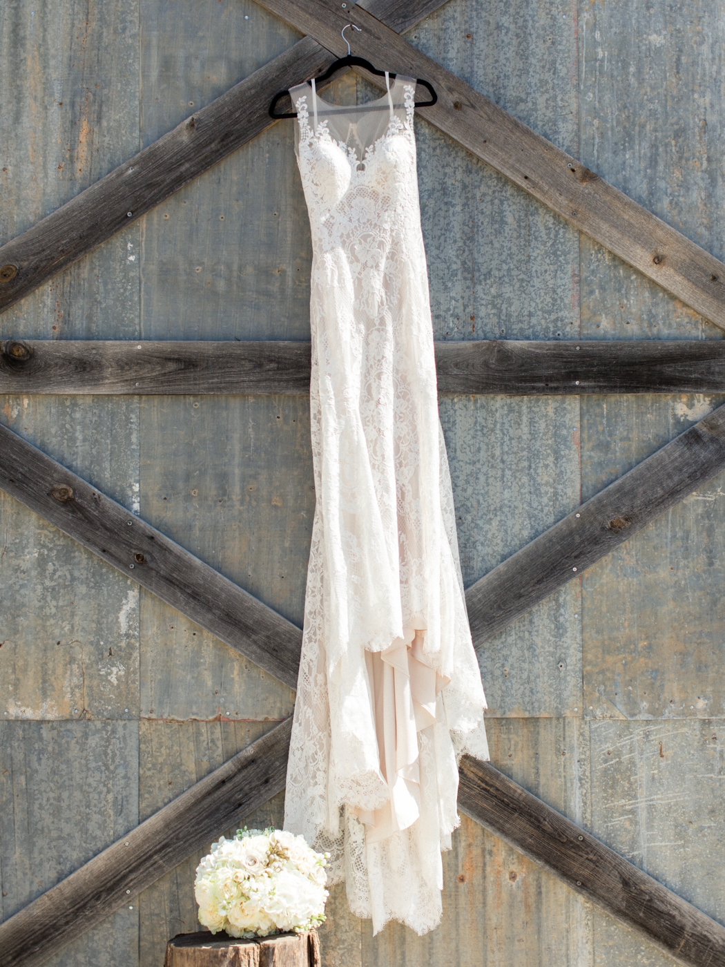 The Barn at Sparrow Creek Ranch Wedding Photos - Light and Airy Photography