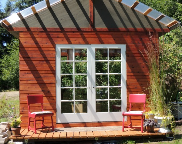 Cabin style greenhouse
