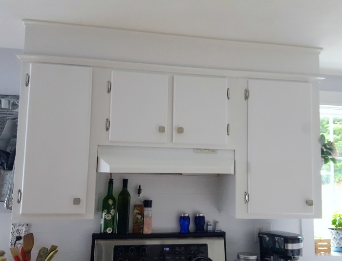 add height to your builder grade kitchen cabinets in your manufactured home.jpg