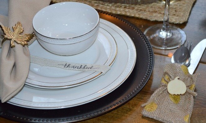 simple Thanksgiving tablescape diy decor that is cheap.jpg