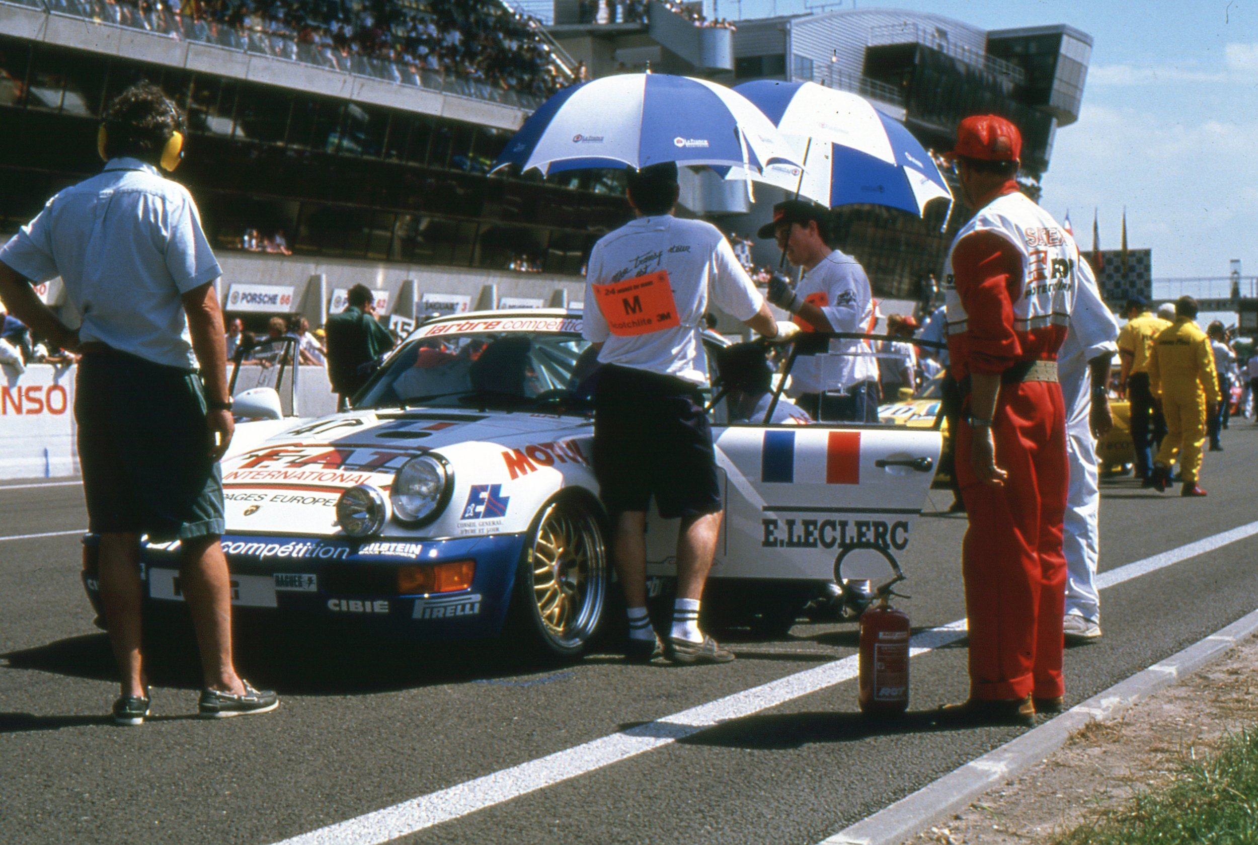 1993 911(964) Carrera RS Le Mans Barth-Dupuy-Gouhier 5 (arch. JM Teissedre).jpg