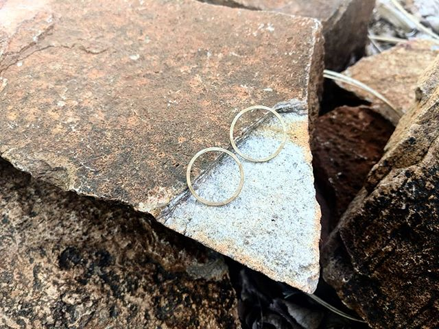 The Crisp Earrings with their new, subtle, hammered texture ✨ The perfect everyday earring!