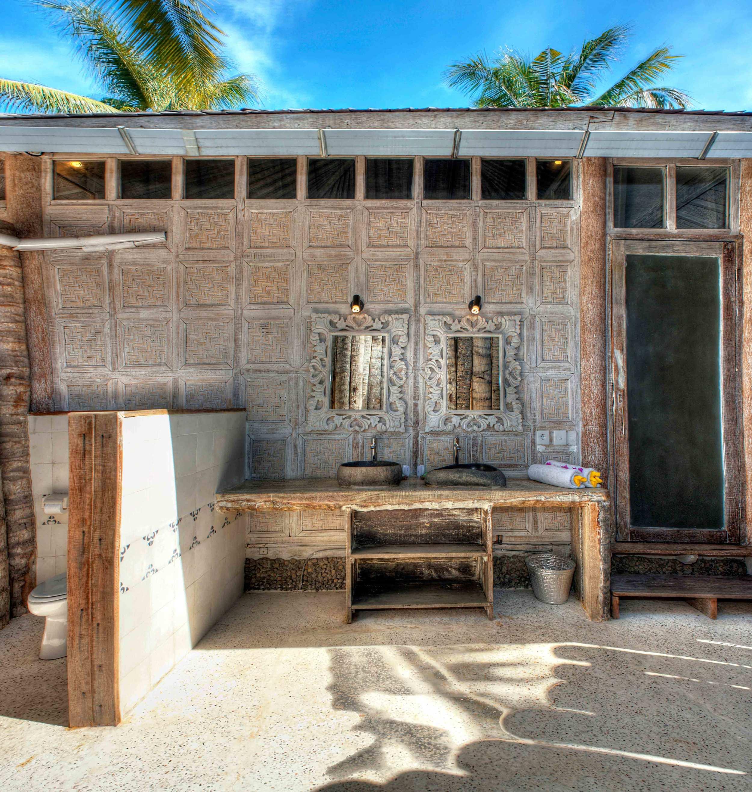 Bathroom villa Gili trawangan