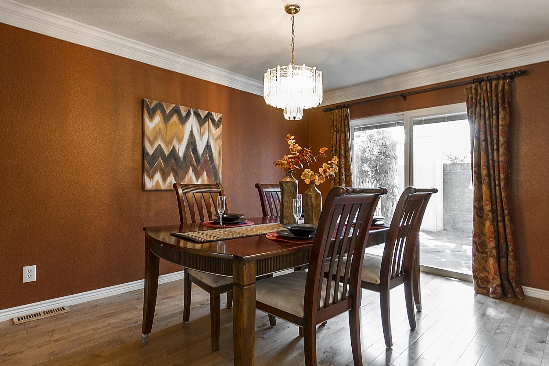 Dining-Room_1800x1200_2366471.jpg