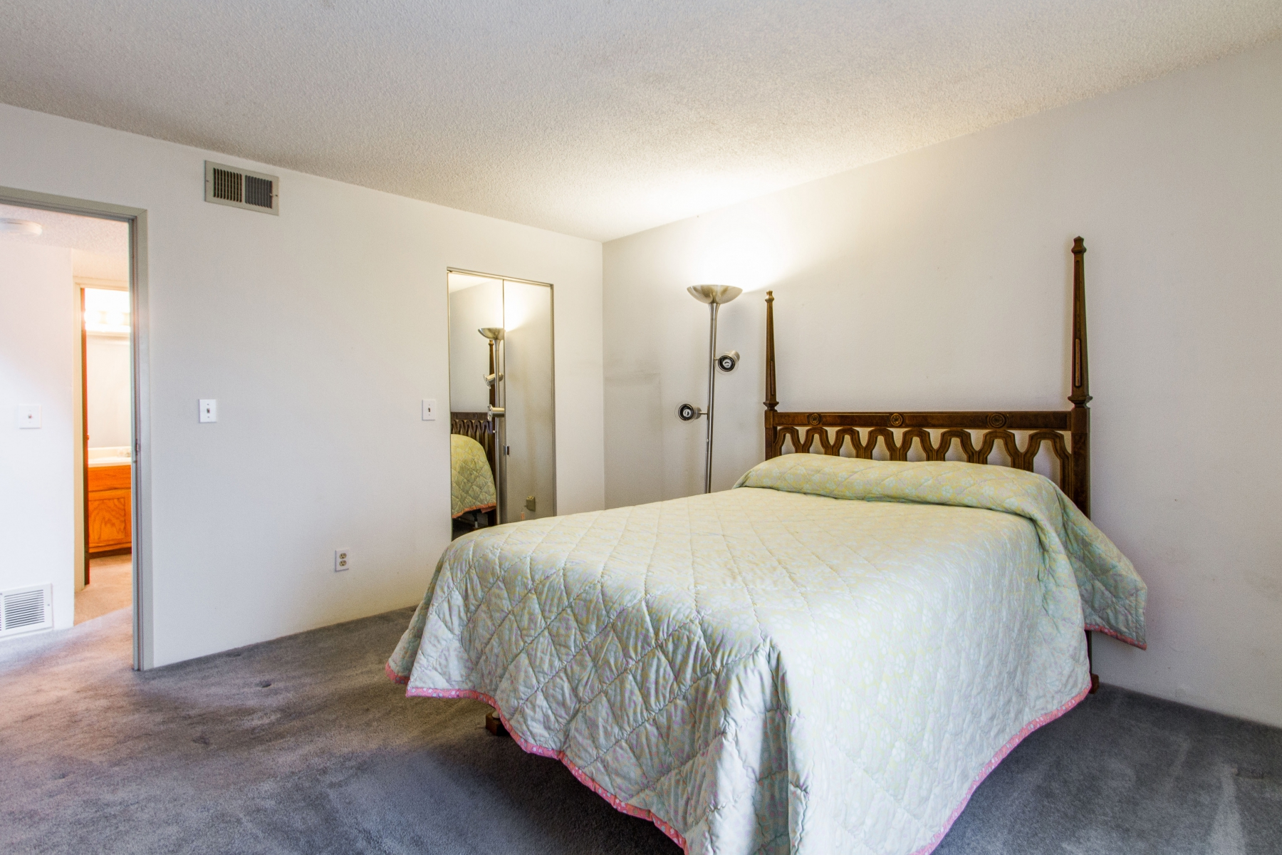 Bedroom_1800x1200_2694123.jpg